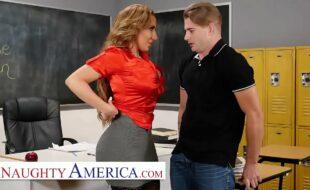 Sexo com professora tesuda na sala de aula porno