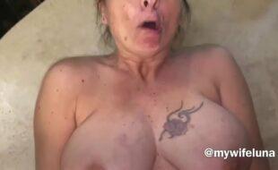 Homem comendo mulher em sexo com velhas no porno caseiro