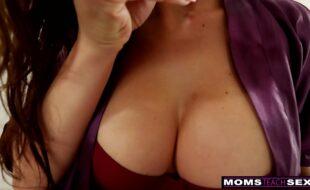 Ninfeta latina fazendo sexo brazeres porno
